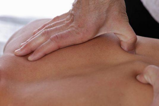 Massage bấm huyệt toàn thân đang là phương pháp hữu dụng hiện nay