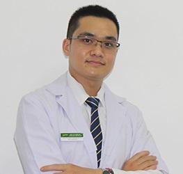 Bác sĩ Bùi Thanh Tùng tinh thông y thuật cả Đông y và Tây y