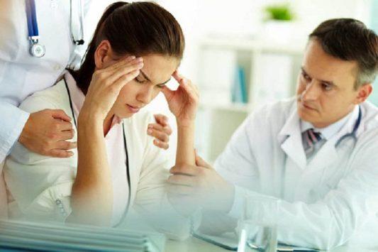 Bệnh nhân cần được đưa đến bác sĩ tâm lý để biết cách điều trị phù hợp nhất