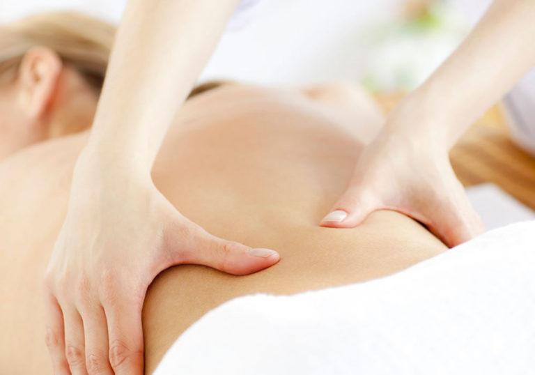 Bấm huyệt massage giảm mỡ vùng sườn và thắt lưng
