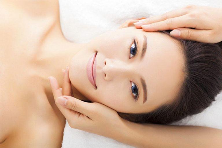Bấm huyệt thông cơ mặt là phương pháp được nhiều người bệnh áp dụng
