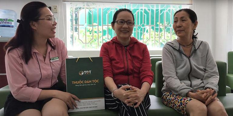 Cô Tâm và cô Lan cùng chia sẻ về hiệu quả điều trị bệnh tại Đông phương Y pháp