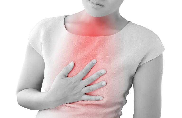Huyệt đản trung giúp cải thiện triệu chứng đau ngực