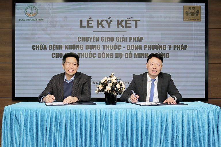 Ông Nguyễn Quang Hưng và Ông Nguyễn Thanh Tùng rất vui mừng khi hai đơn vị được hợp tác dùng nhau