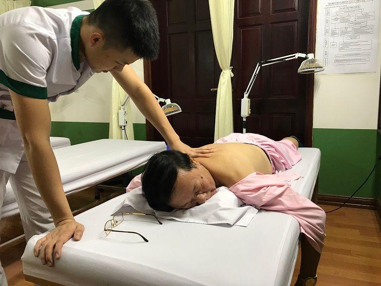 NSƯT Phú Thăng hết bệnh thoát vị đĩa đệm sau 3 tháng trị liệu tại Đông phương Y pháp