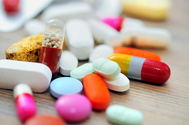 Thuốc Tây y là một lựa chọn nhanh gọn nhưng chưa giải quyết được tận gốc bệnh