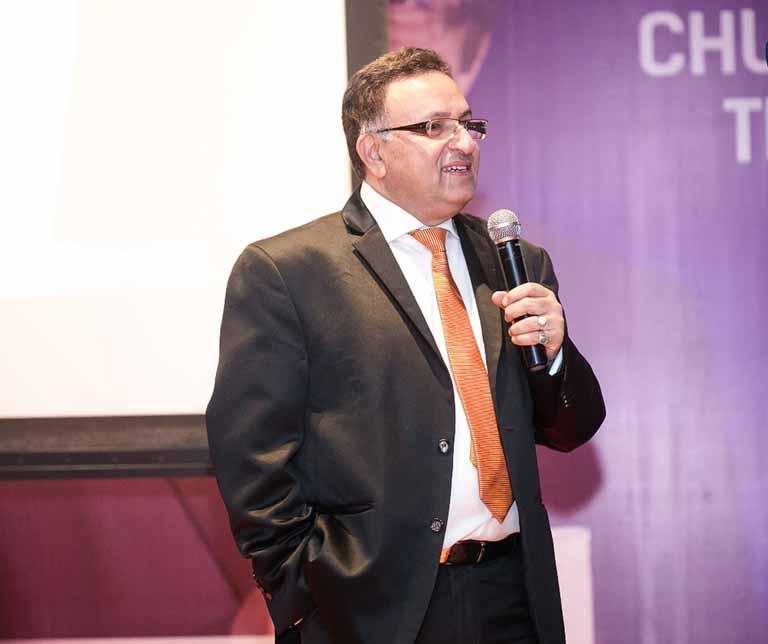 Chân dung Tiến sĩ Alok Bharadwaj - Diễn giả nổi tiếng thế giớiChân dung Tiến sĩ Alok Bharadwaj - Diễn giả nổi tiếng thế giới