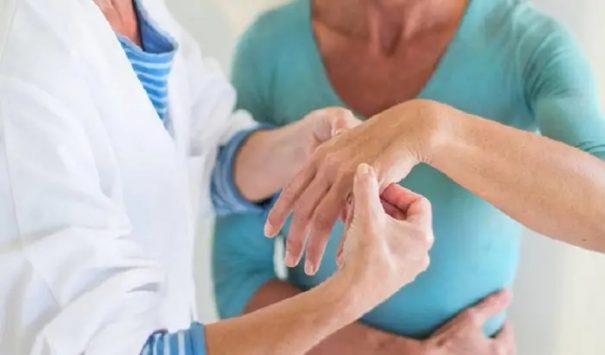 Bệnh được chia thành các giai đoạn, người bệnh cần nhận biết và điều trị sớm