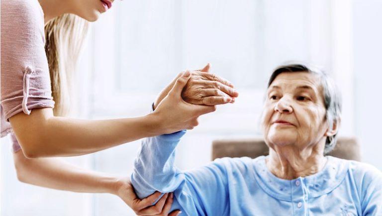 Nên xoa bóp bấm huyệt chữa tai biến từ 20-30 phút mỗi ngày