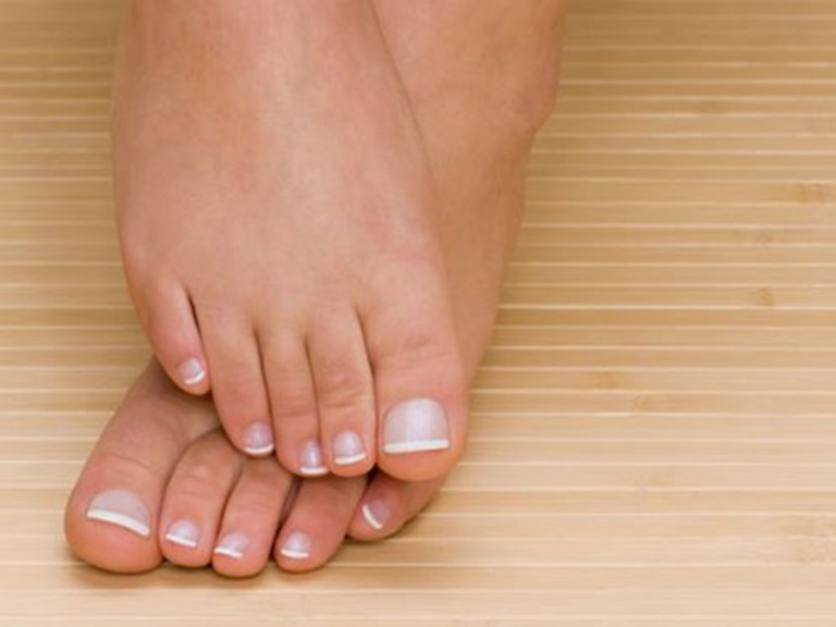 Xoa xát mu bàn chân cũng là cách nhanh chóng đẩy lùi cơn say rượu