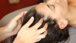 Massage tăng cường lưu thông máu tới đầu và nang tóc