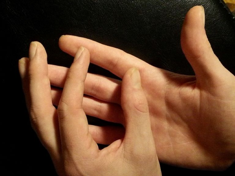 Xoa bóp bấm huyệt trị mẩn ngứa chủ yếu có tác dụng cải thiện triệu chứng tạm thời