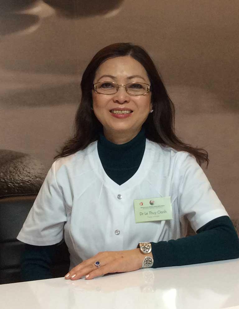 Bác sĩ Lê Thúy Oanh thường được biết tới cái tên bác sĩ Lê Thúy Oanh cấy chỉ