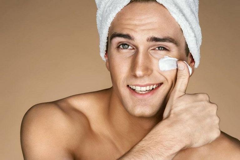 Làm đẹp không còn là vấn đề bó hẹp trong phạm vi nữ giới nữa mà ngay cả nam giới cũng rất chú ý vấn đề bảo vệ làn da.