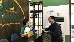 nghệ sĩ Phú Thăng đến Đông Phương Y Pháp đăng ký thăm khám