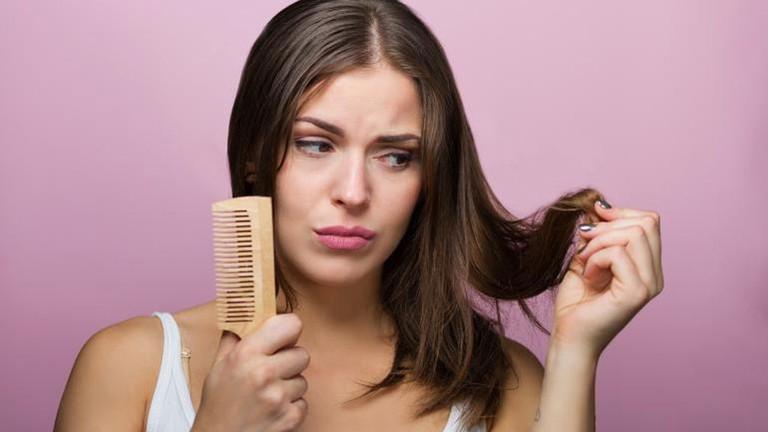 Rụng tóc cảnh báo nhiều vấn đề sức khỏe nghiêm trọng