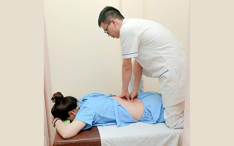 Châm cứu, bấm huyệt nên được thực hiện tại các cơ sở YHCT uy tín đề đảm bảo an toàn và hiệu quả trong trị liệu