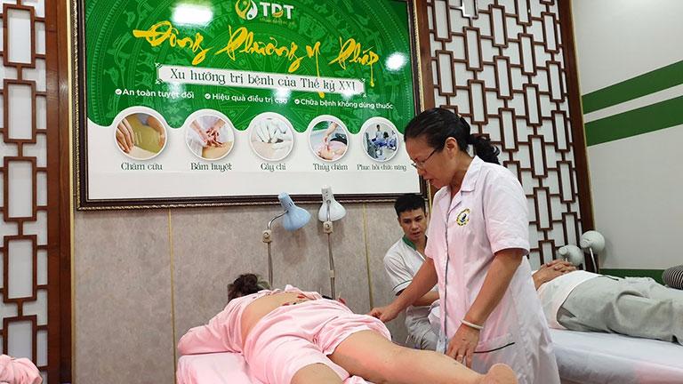 Châm cứu, bấm huyệt nên được thực hiện tại các cơ sở YHCT uy tín, nơi có đầy đủ thiết bị hỗ trợ vfa nguồn nhân lực có chuyên môn