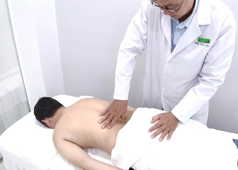 Bệnh nhân nên đến các cơ sở chuyên khoa để được bấm huyệt, châm cứu đúng cách