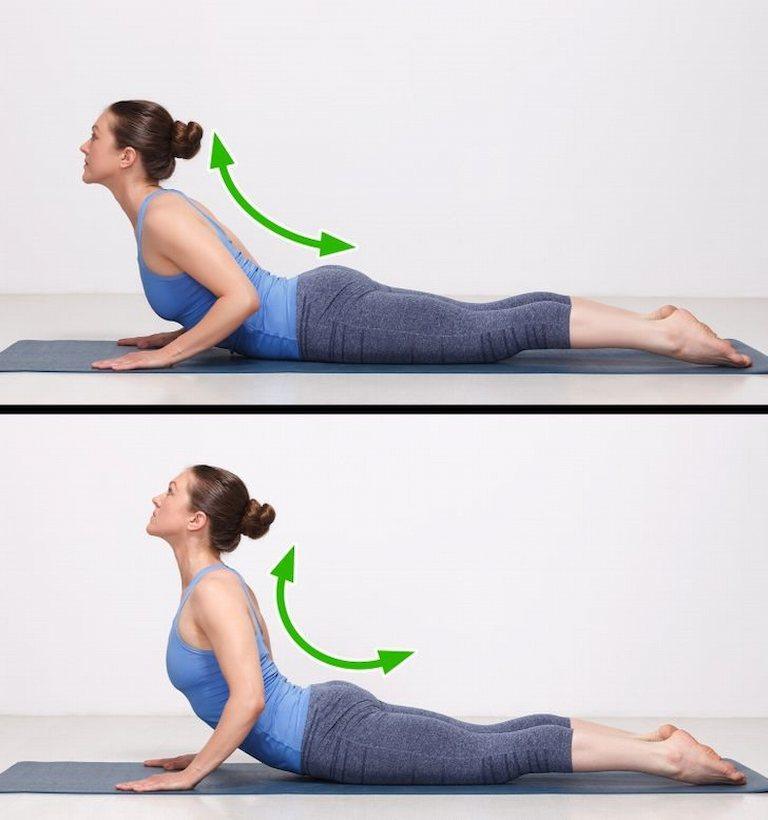 Bài tập giảm đau lưng tư thế rắn hổ mang