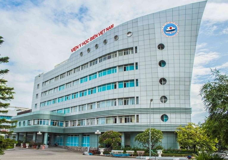 Khám và điều trị bệnh ở Viện Y học Biển Việt Nam