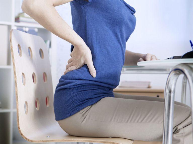 Ngồi lâu 1 tư thế khiến tình trạng đau lưng gia tăng
