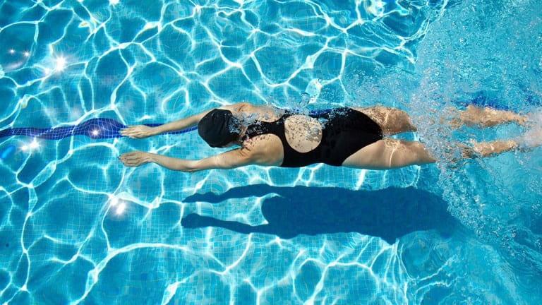 Tập luyện giúp cải thiện đau nhức xương khớp chân