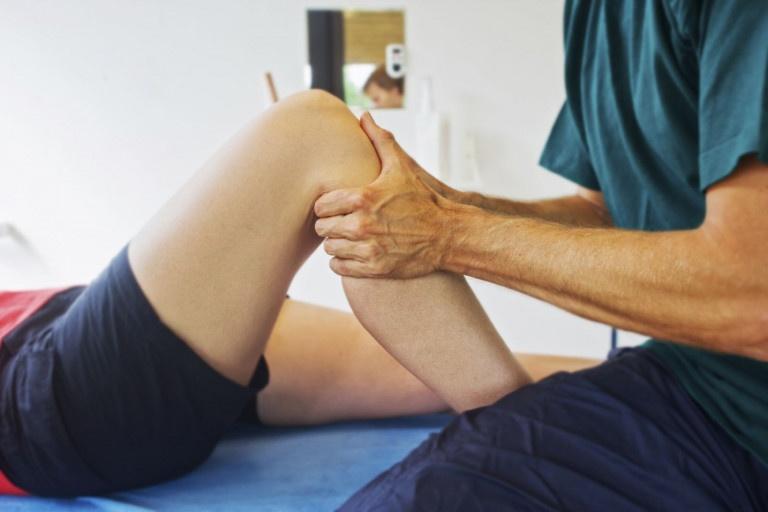 Bấm huyết giảm đau nhức xương khớp khi thay đổi thời tiết