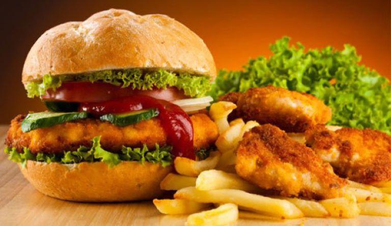 Người bị đau nhức xương nên hạn chế tiêu thụ thức ăn nhiều dầu mỡ