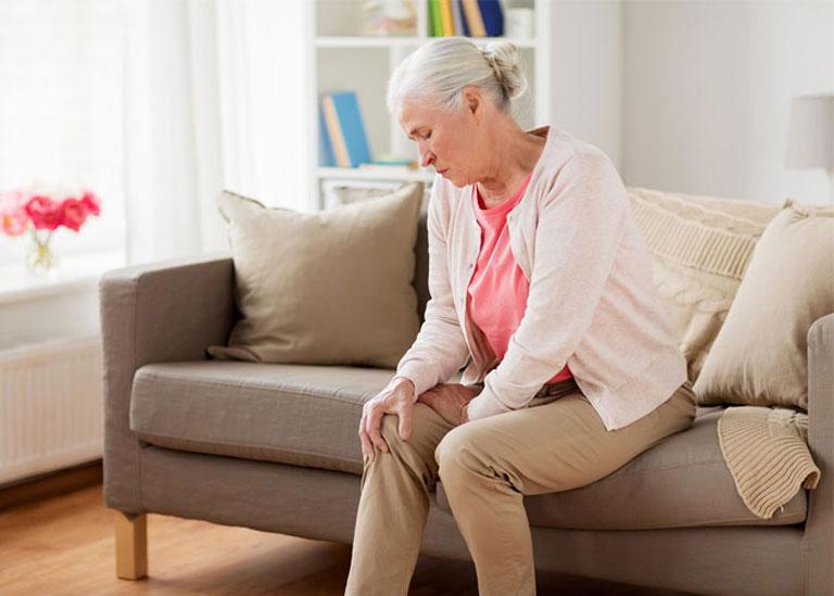 Đau nhức xương khớp phổ biến ở người cao tuổi