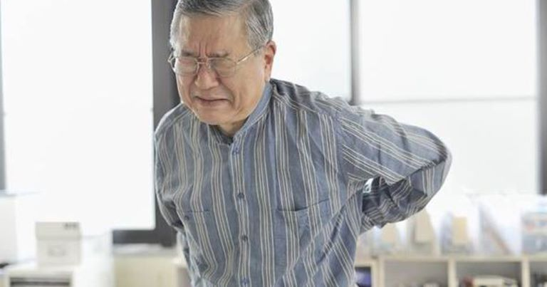 Ảnh hưởng của quá trình lão hóa là nguyên nhân cơ bản nhất gây đau nhức xương ở người già