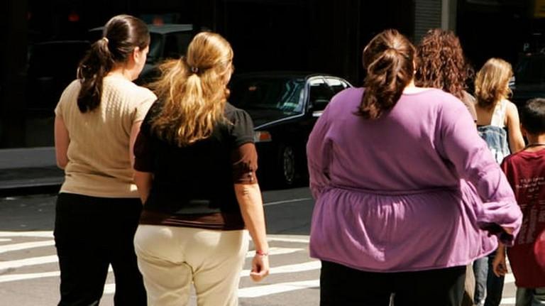 Hệ thống xương khớp phải nâng đỡ khối lượng cơ thể lớn có xu hướng thoái hóa sớm hơn thông thường