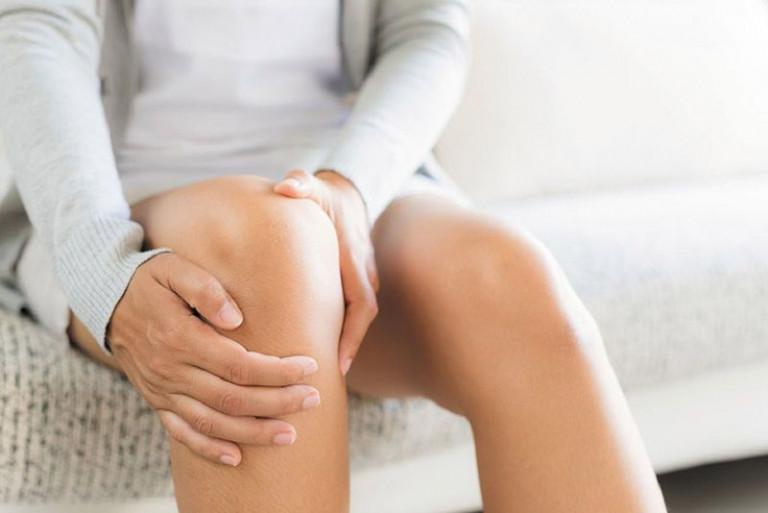 Triệu chứng khi mắc phải đau nhức xương khớp sau sinh