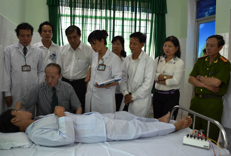 Tận tâm cứu chữa, sẵn sàng đồng hành cùng bệnh nhân trên mọi cương vị