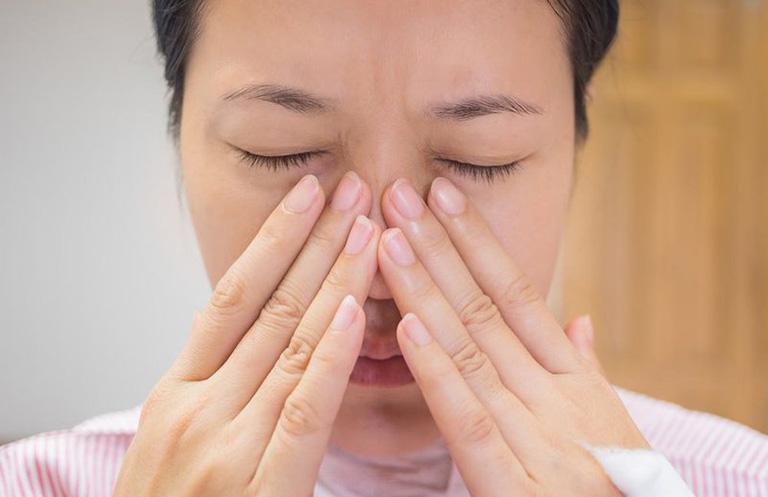 Ấn huyệt nghinh hương giúp giảm các triệu chứng của viêm xoang mũi