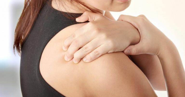 Bấm huyệt Thiền Tông giúp giảm triệu chứng đau nhức quanh khớp vai hiệu quả