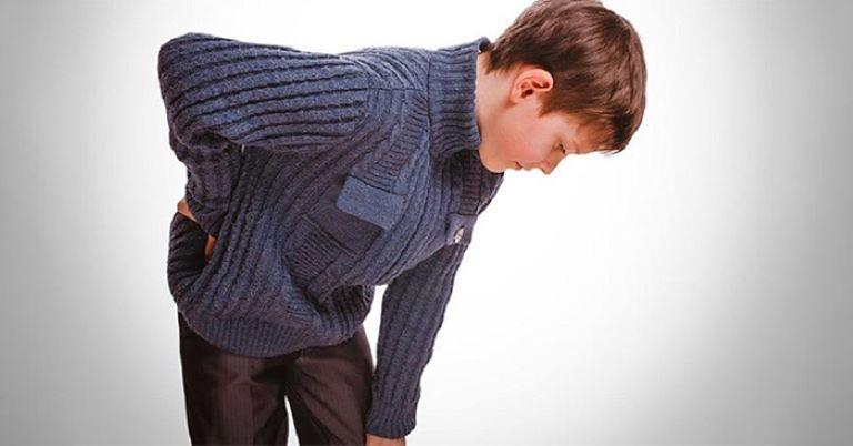 Các cơn đau do viêm khớp tự phát tập trung chủ yếu ở khớp hông, khớp đầu gối, khớp khuỷu tay và các mắt cá chân