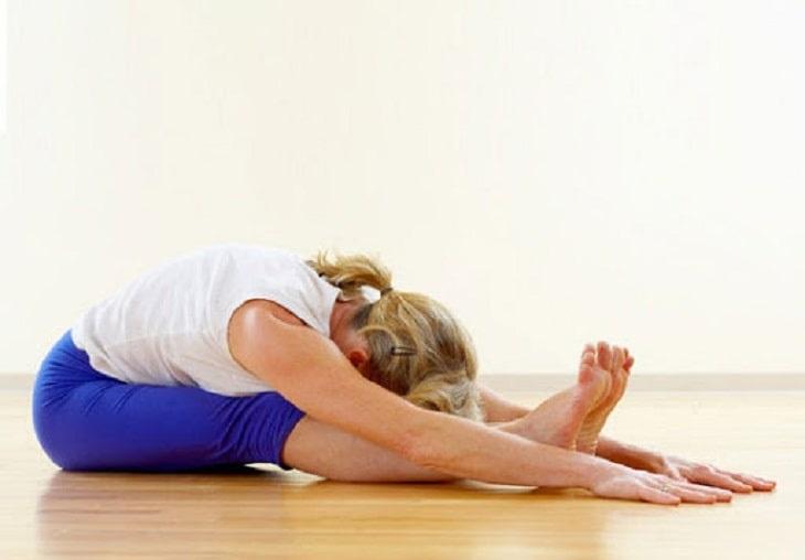 Bài tập cúp lưng cho người bị đau dây thần kinh liên sườn