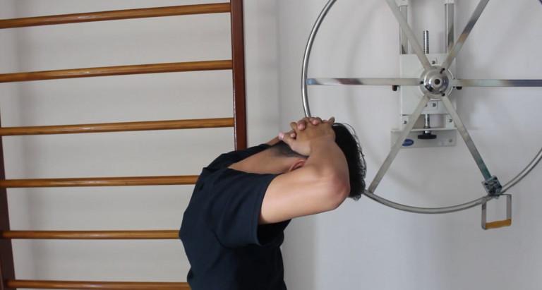 Kiên trì tập luyện các bài tập thoát vị đĩa đệm cột sống cổ