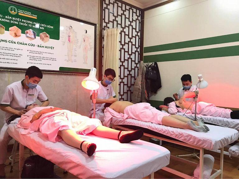 Trung tâm đón tiếp nhiều bệnh nhân nữ đến khám và trị liệu trong ngày 8/3