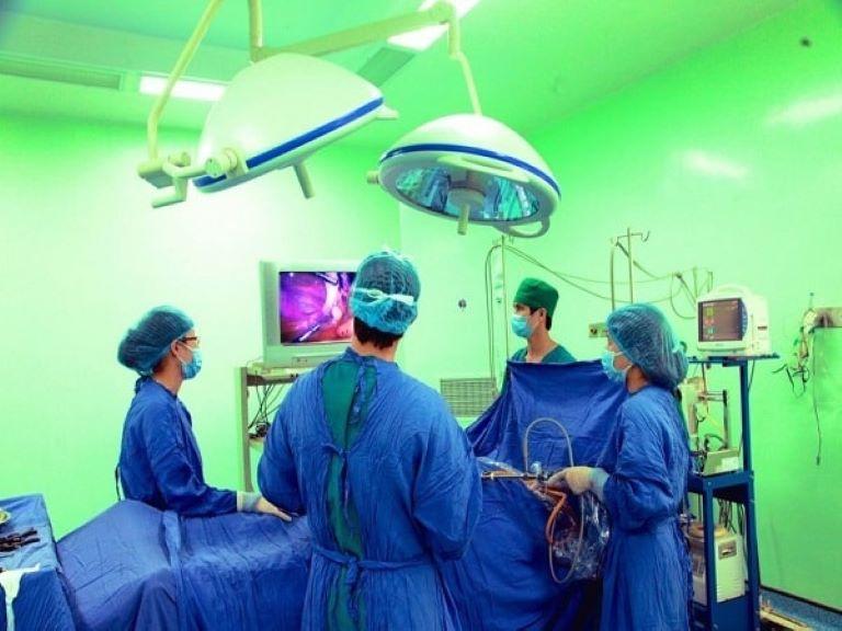 Phẫu thuật nội soi chữa thoát vị đĩa đệm cột sống thắt lưng