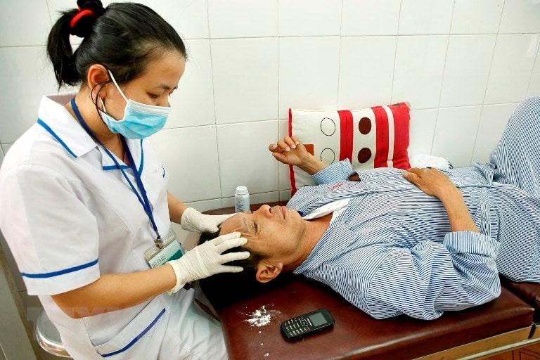 Người bệnh được phục vụ tận tình khi đến điều trị tại bệnh viện