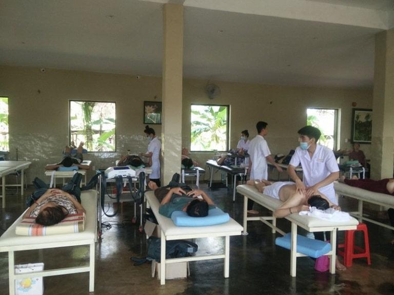 Bệnh viện Phục hồi chức năng tỉnh Bình Dương tiếp nhận nhiều bệnh nhân đến điều trị