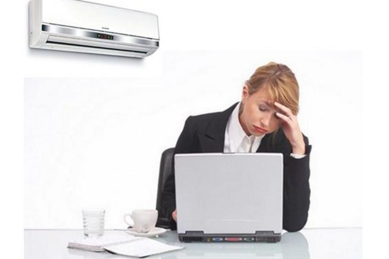 Ngồi phòng máy lạnh quá lâu có thể làm đau cổ trái