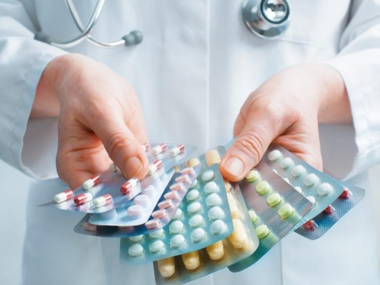 Thuốc tây được sử dụng phổ biến trong điều trị chứng đau cổ sau gáy bên trái