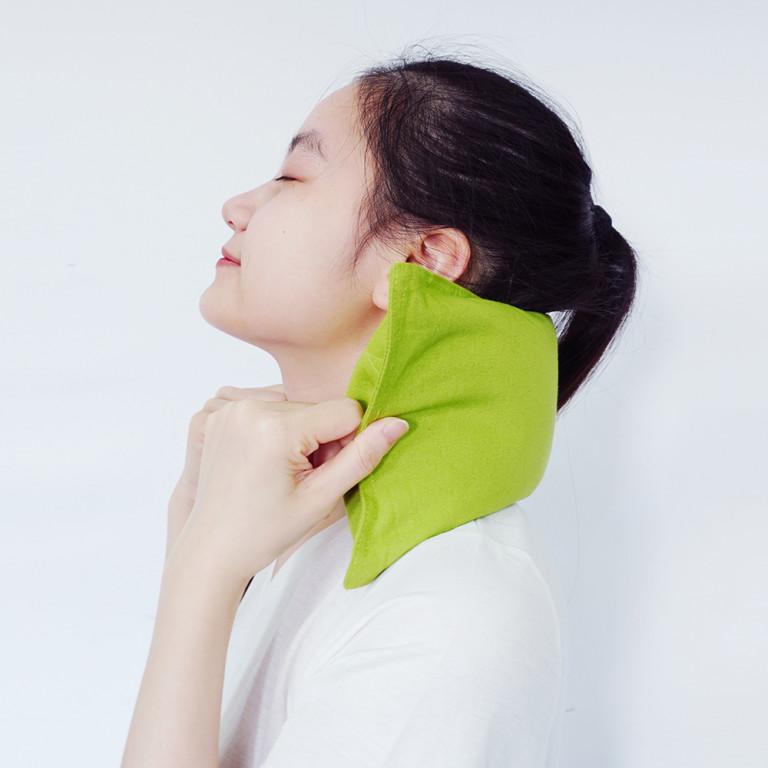 Chườm nóng sẽ cải thiện cơn đau gân cổ bên phải