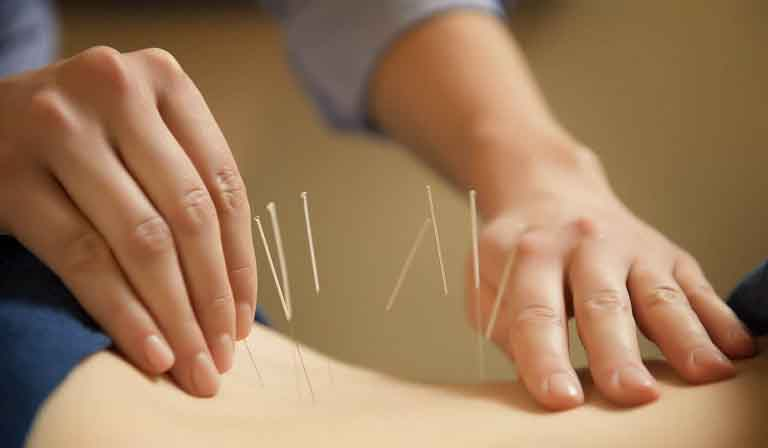 Xoa bóp, bấm huyệt là một liệu pháp trị liệu được các thầy thuốc khuyến khích