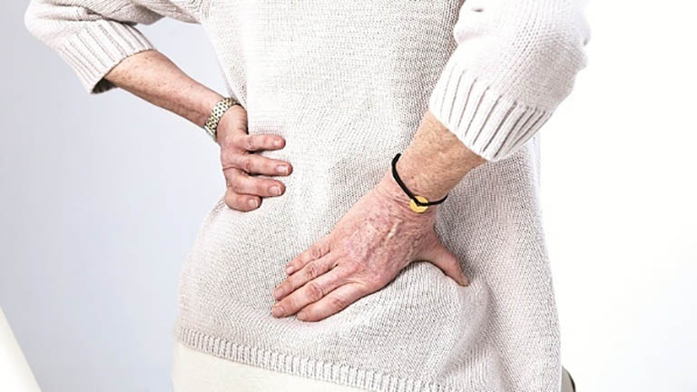 Người bệnh bị đau lưng nên khám gì?