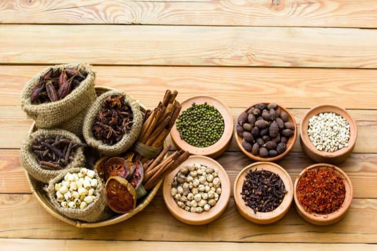 Sử dụng thuốc Đông y cũng là biện pháp được nhiều bệnh nhân lựa chọn