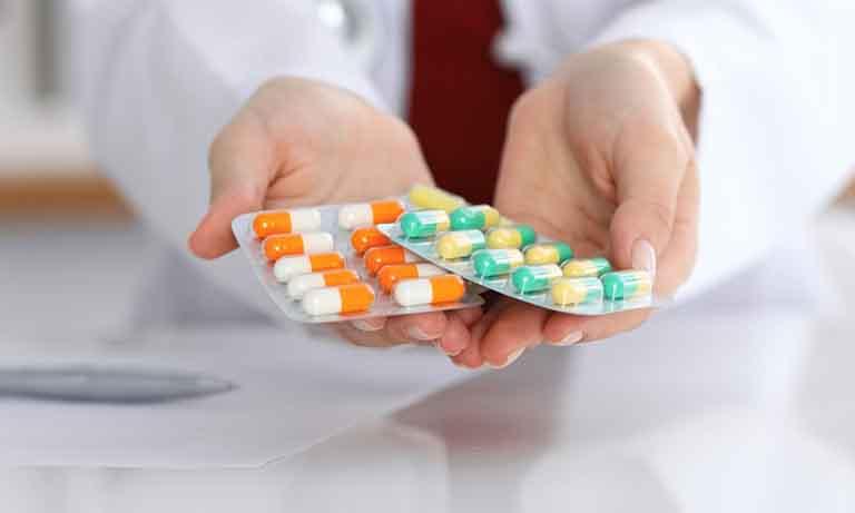 Sử dụng thuốc theo chỉ định của bác sĩ là cách giảm đau nhanh nhất cho người bệnh
